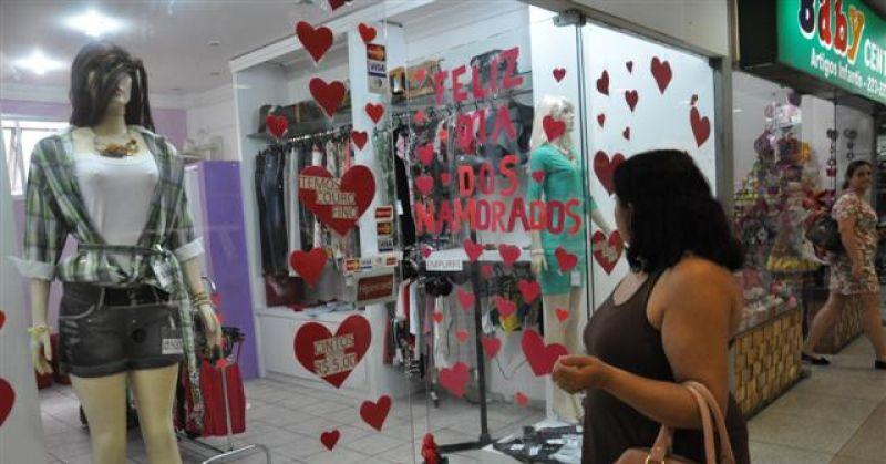 Vendas para o Dia dos Namorados caem 9,61%, mostra pesquisa do SPC