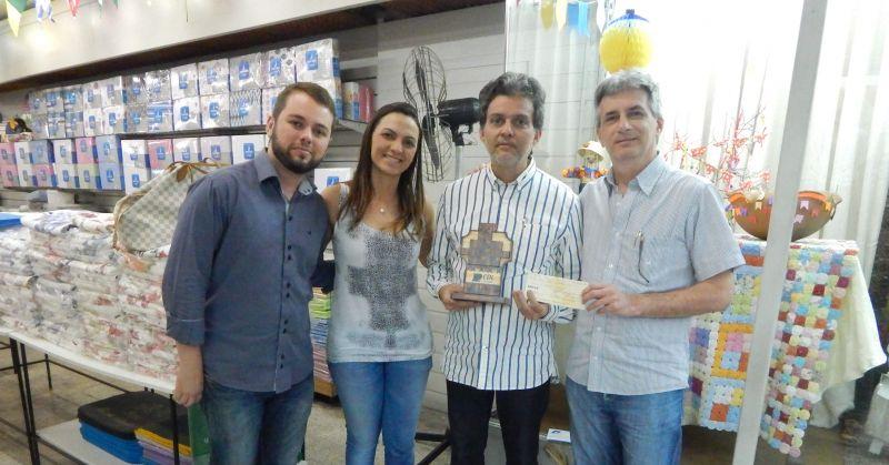 Lojas recebem prêmios e troféu da CDL por decoração junina